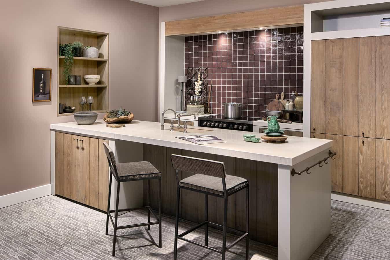 Houten keuken met licht aanrecht
