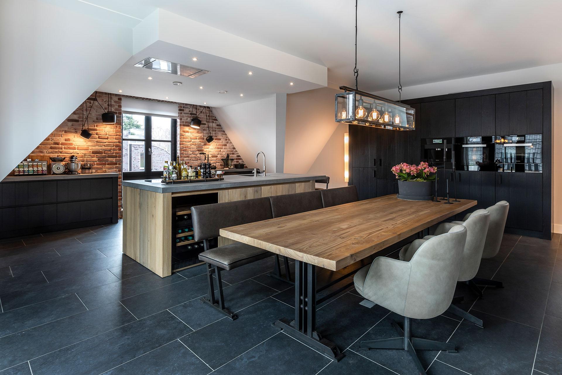Keuken Met Hout En Zwart