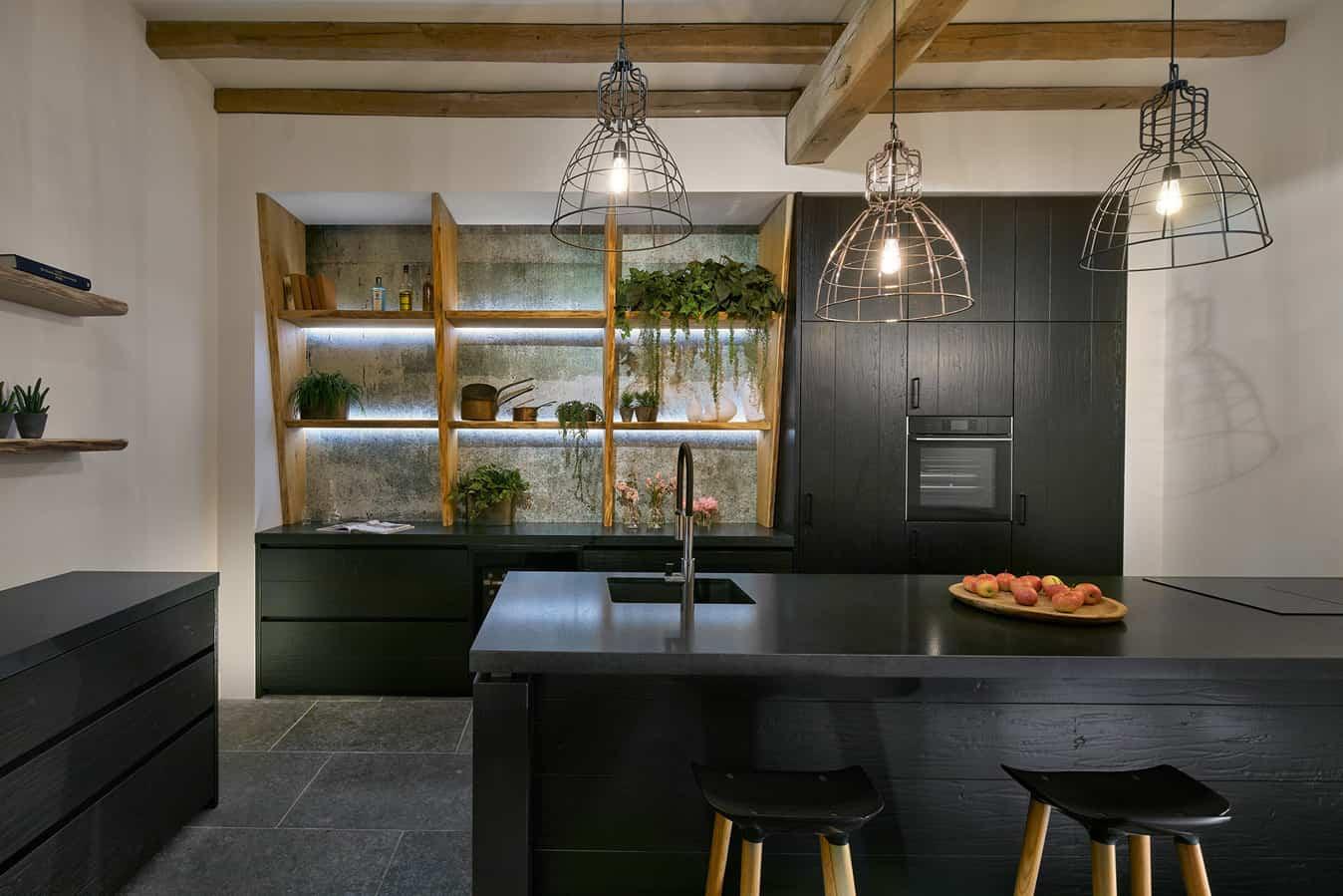 Moderne houten keuken zwart