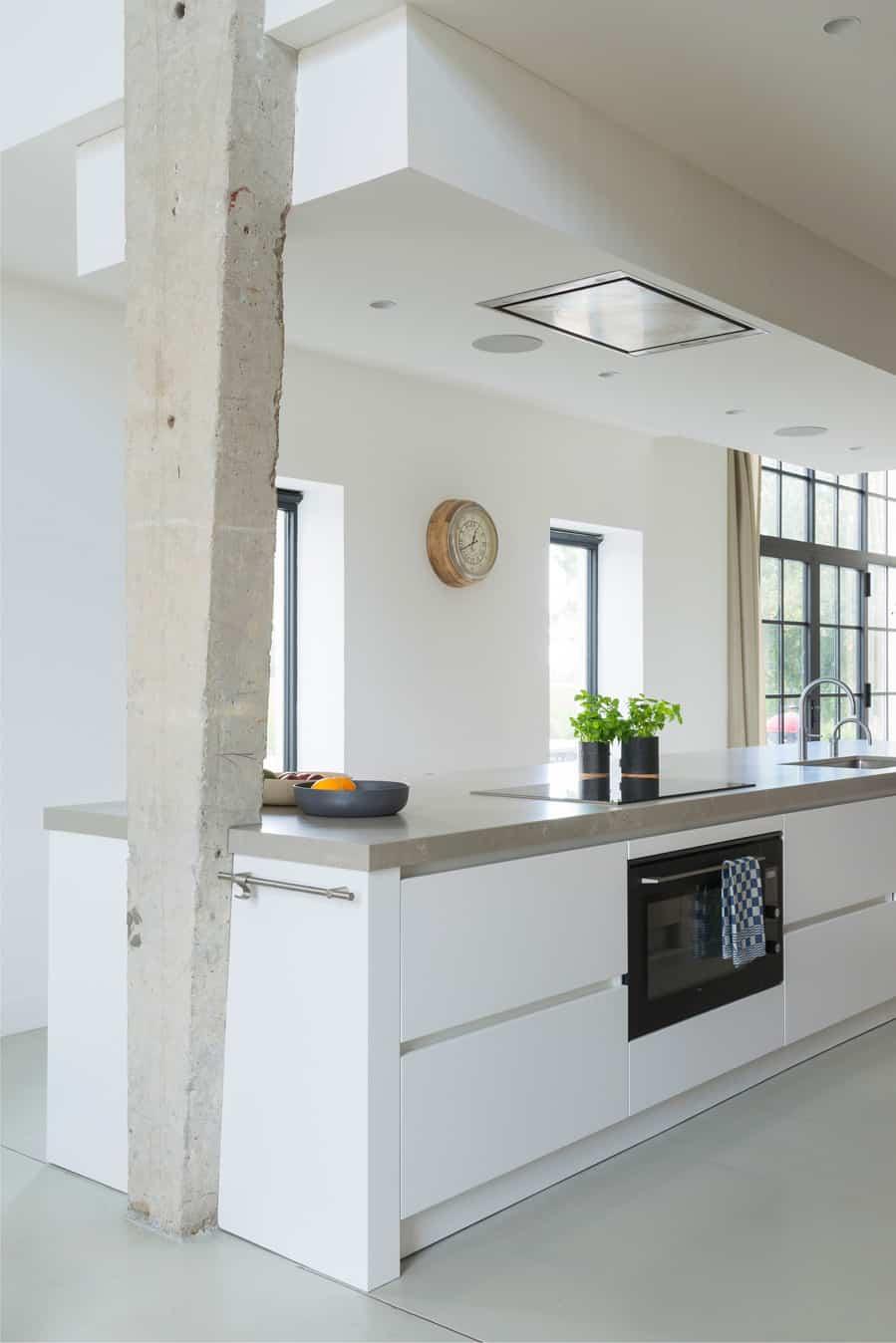 Stoere witte keuken